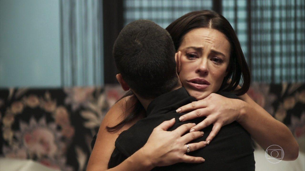 Vivi (Paolla Oliveira) fica desesperada com notícia em A Dona do Pedaço da Globo