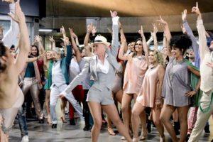 Xuxa e seus bailarinos na abertura do Dancing Brasil, que ganhará nova temporada na Record (Foto: Reprodução)