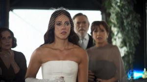 Vivi (Paolla Oliveira) na cena em que é humilhada por Camilo (Lee Taylor) no casamento em A Dona do Pedaço (Foto: Reprodução/Globo)