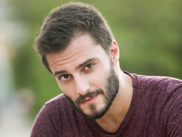 O ator Hugo Bonemer se assumiu gay recentemente (Foto: Divulgação)