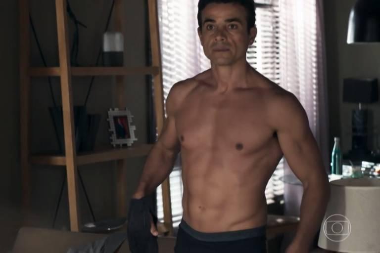 Anderson Di Rizzi, como Márcio, em A Dona do Pedaço, novela das nove da Globo. (Foto: Reprodução)