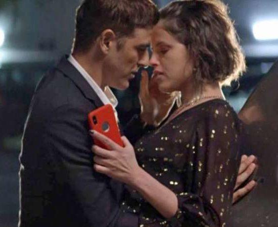 Régis (Reynaldo Gianecchini) e Josiane (Agatha Moreira) têm um caso em A Dona do Pedaço. (Foto: Reprodução)