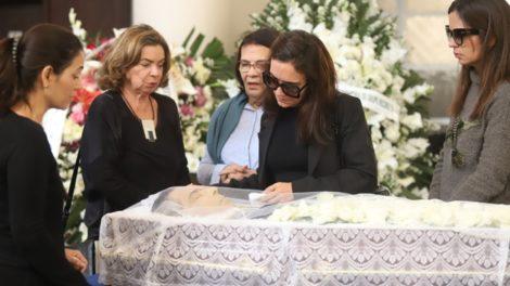 Familiares no velório de Paulo Henrique Amorim (Foto: Daniel Pinheiro/AgNews)
