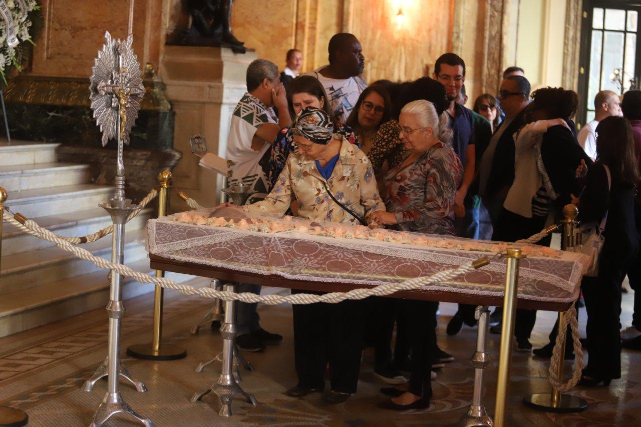 Familiares e amigos se despedem da atriz Ruth de Souza, que faleceu aos 98 anos (Reprodução: AgNews)