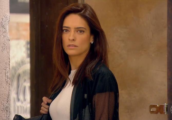 Débora (Lisandra Cortez) em cena na novela As Aventuras de Poliana, do SBT. (Foto: Reprodução)