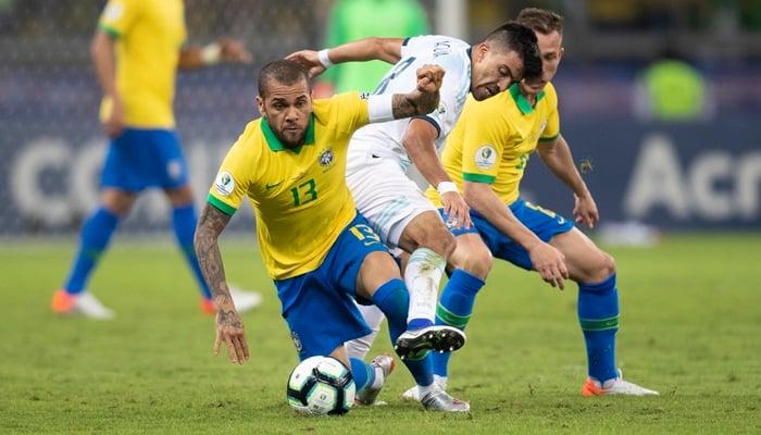 O lateral Daniel Alves, eleito o melhor jogador da partida Brasil x Argentina pela Copa América; jogo rendeu recordes de audiência à Globo (Foto: Lucas Figueiredo/CBF)