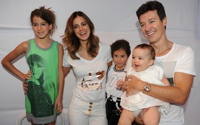 O apresentador Rodrigo Faro, suas filhas e a esposa Ver Viel (Foto: Divulgação)