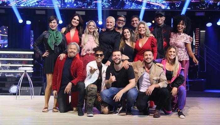 Xuxa com os participantes do Dancing Brasil 5 (Foto: Anderson Borde/AgNews)