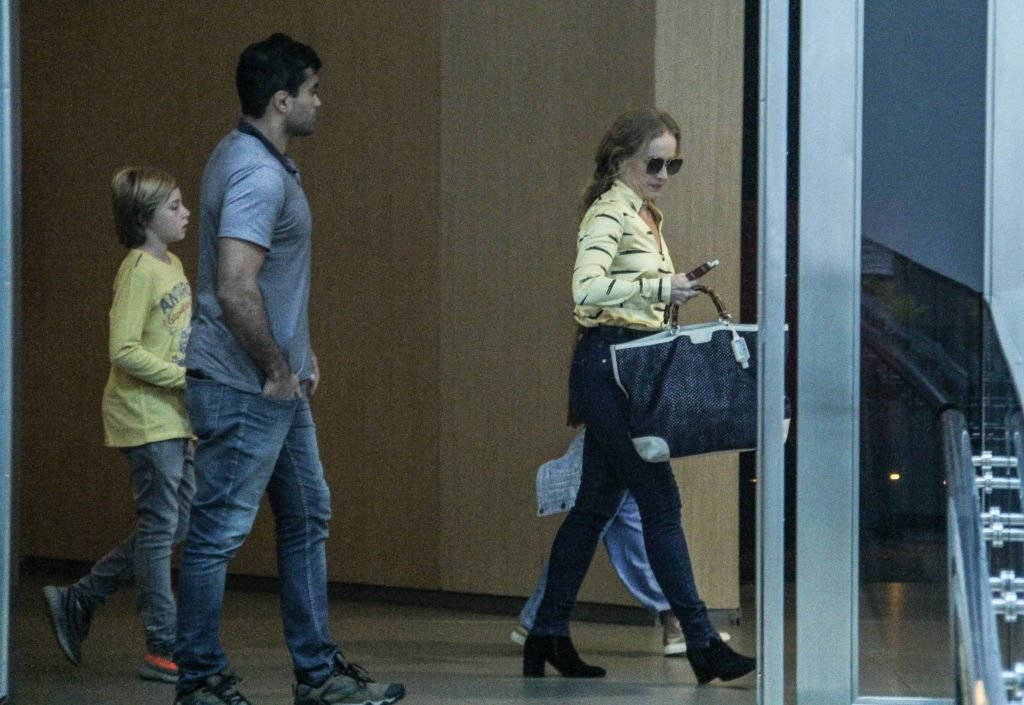 Angélica e os filhos Benício e Eva em passeio no Shopping Vila Mall (Foto AgNews)