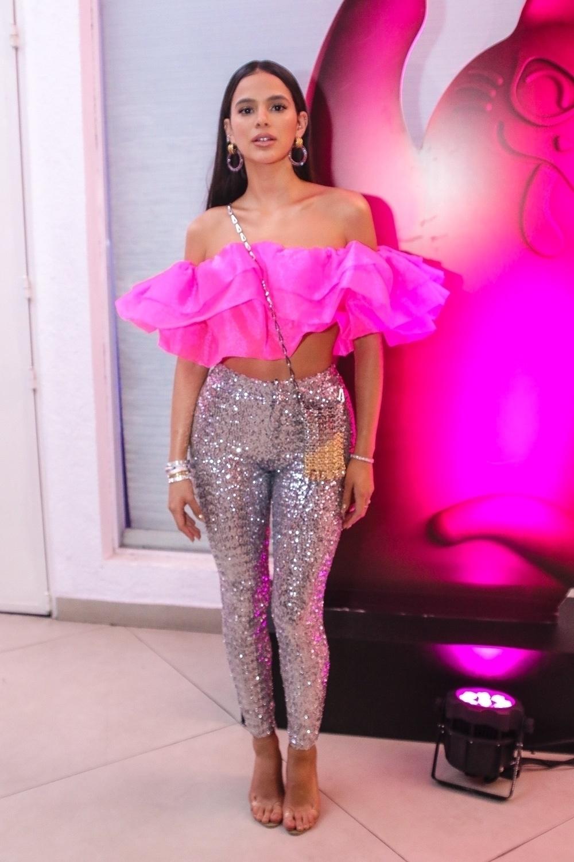 Bruna Marquezine ganha prêmio de Ícone MIAW e troca de look para o after party Foto: Agnews