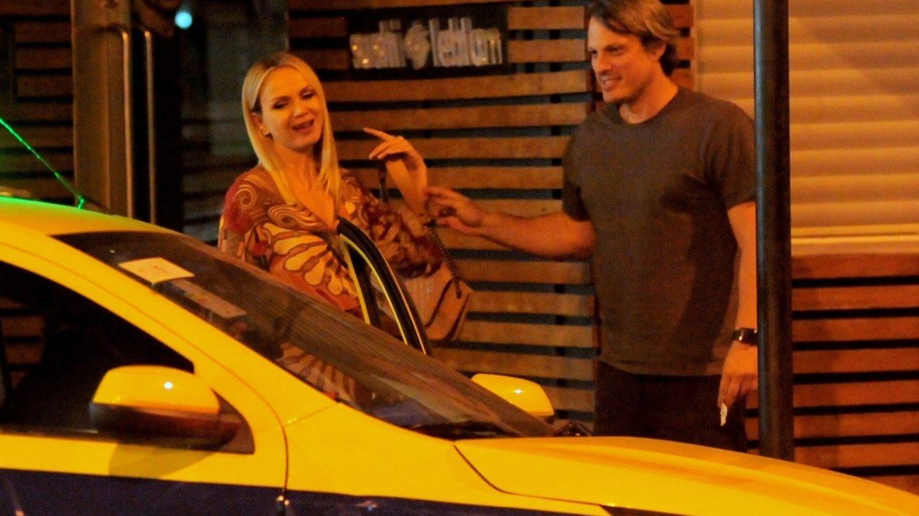 A apresentadora do SBT, Eliana e o marido, são flagrados em saída de Sushi no Rio de Janeiro (AgNews)
