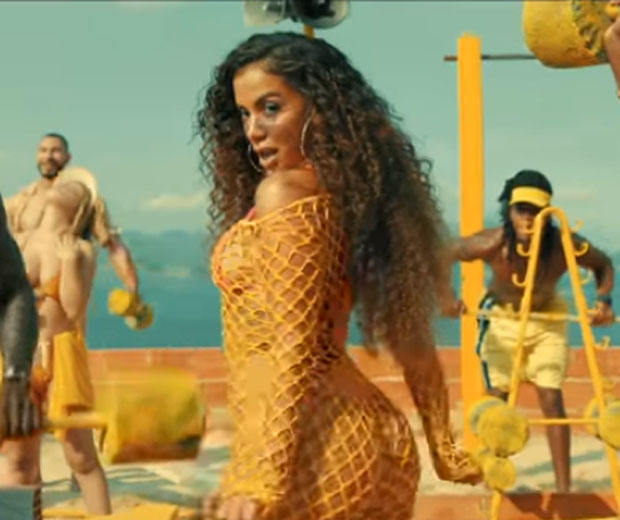 Anitta no clipe da música Muito calor (Foto: Reprodução/Youtube)
