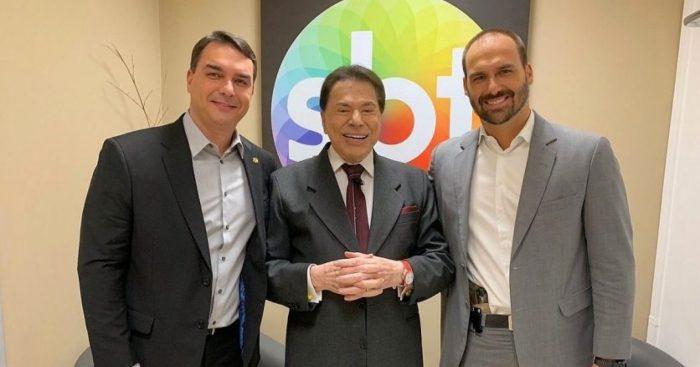 Eduardo Bolsonaro e seu irmão Flávio Bolsonaro ao lado de Silvio Santos Imagem;Internet)