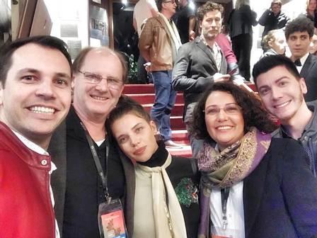 Família da atriz Bruna Linzmeyer reunida (Foto: Instagram)
