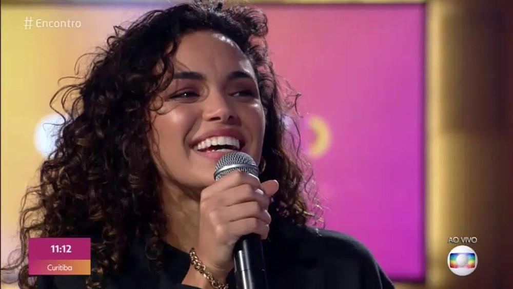 Atriz ficou bastante emocionada com o TBT do Encontro, programa de Fátima Bernardes (Foto: Reprodução/TV Globo)
