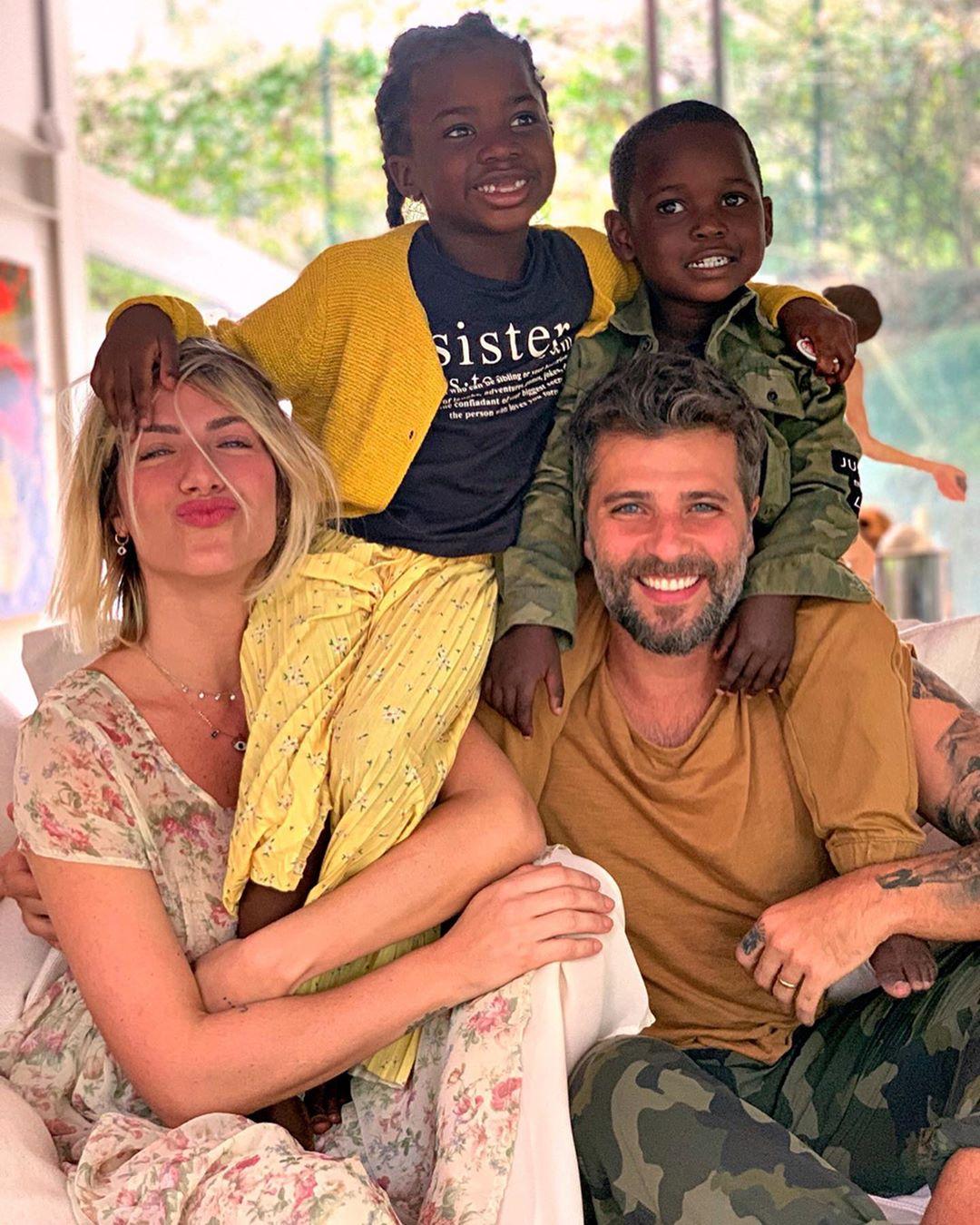 Giovanna Ewbank, Bruno Gagliasso, Titi Gagliasso e Bless Gagliasso (Foto: Reprodução/Instagram)
