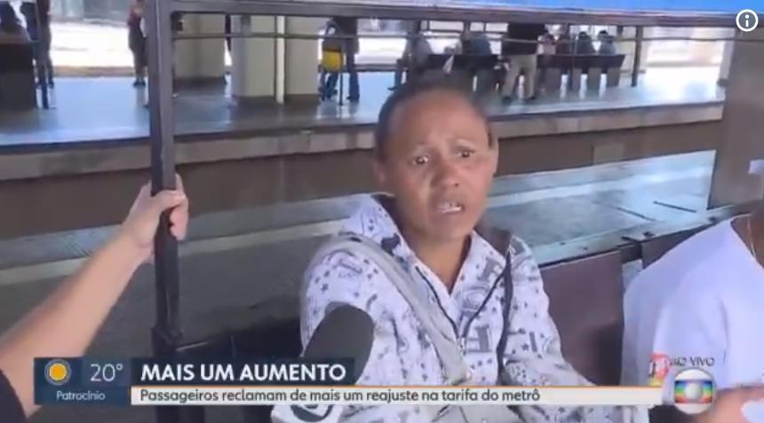 Mulher faz desabafo com repórter sobre Lula ao vivo (Foto: Divulgação/TV Globo)