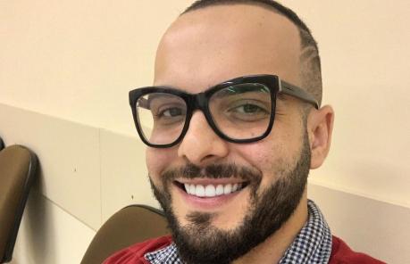 O ex-BBB Mahmoud Baydoun deu dicas deu como fazer a chuca para o sexo anal (Reprodução)
