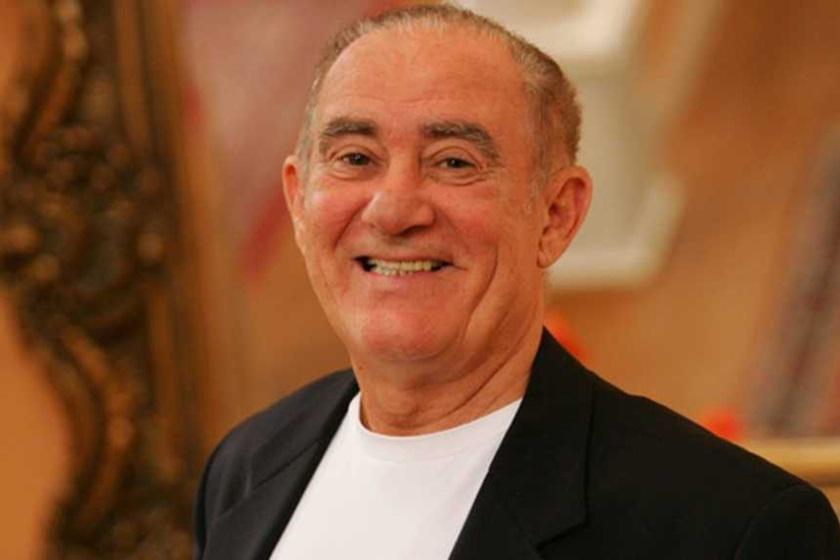 Renato Aragão faz homenagem para o apresentador do Domingo Show da Record, Geraldo Luis