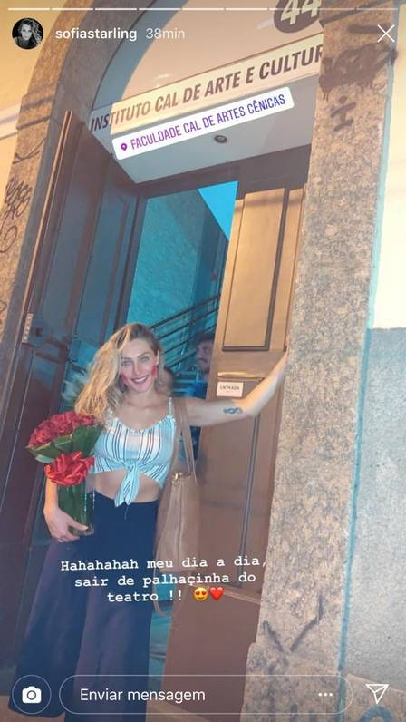 Sofia Starling com o buquê nas mãos (Reprodução/Instagram)