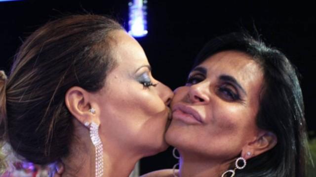 """Viviane Araújo e Gretchen em """"A Fazenda 5"""", que fez a atriz da Globo uma milionária (Foto: Reprodução)"""