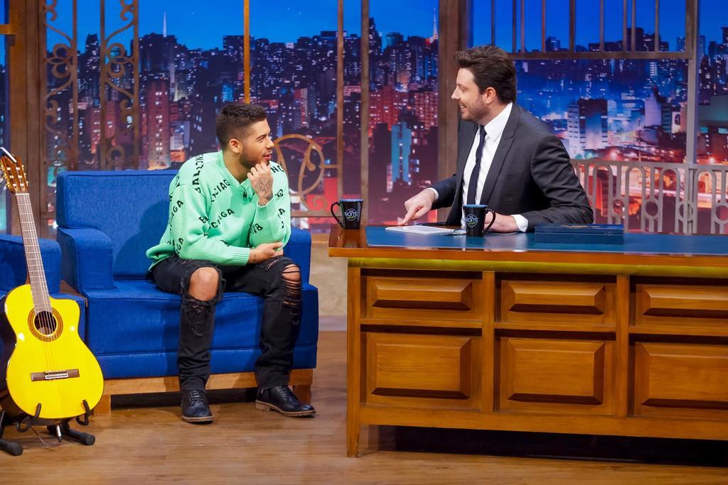 O cantor Zé Felipe faz revelações em entrevista no programa The Noite do SBT. (Foto: Gabriel Cardoso)