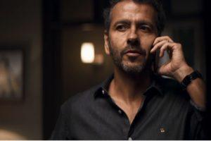 Amadeu (Marcos Palmeira) está determinado a desmascarar Régis (Gianne) em A Dona do Pedaço da Globo
