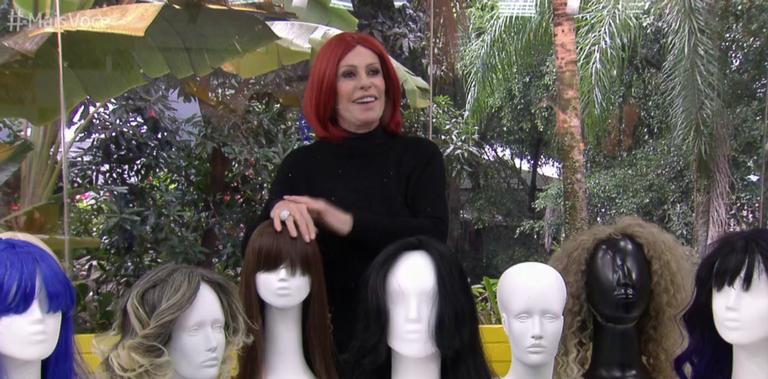 Ana Maria Braga abandona os cabelos loiros e surge totalmente Ruiva no Mais Você na Globo (imagem: Reprodução)