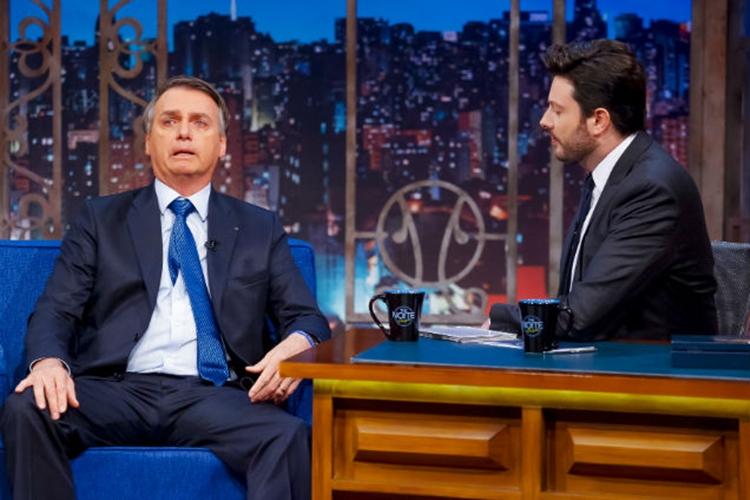 Danilo Gentili e Jair Bolsonaro no programa The Noite (Foto: Reprodução)