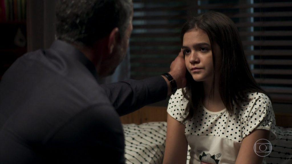 Cassia não entenderá as atitudes de seus pais em A Dona do Pedaço da Globo
