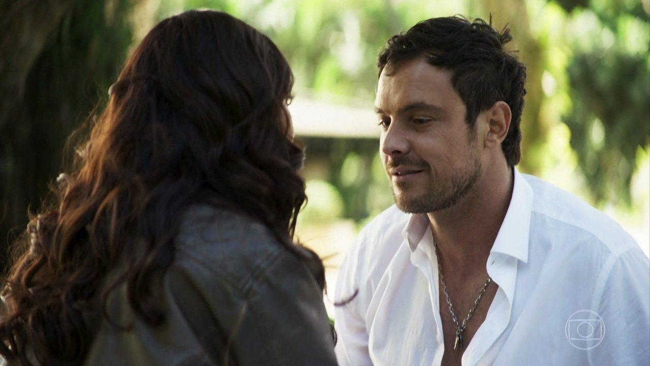 Chiclete ama Vivi profundamente e não conseguirá assassinar o seu amor em A Dona do Pedaço da Globo