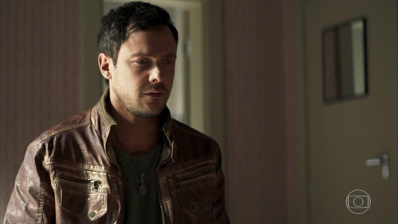 Chiclete (Sergio Guizé) entrará em apuros em A Dona do Pedaço da Globo