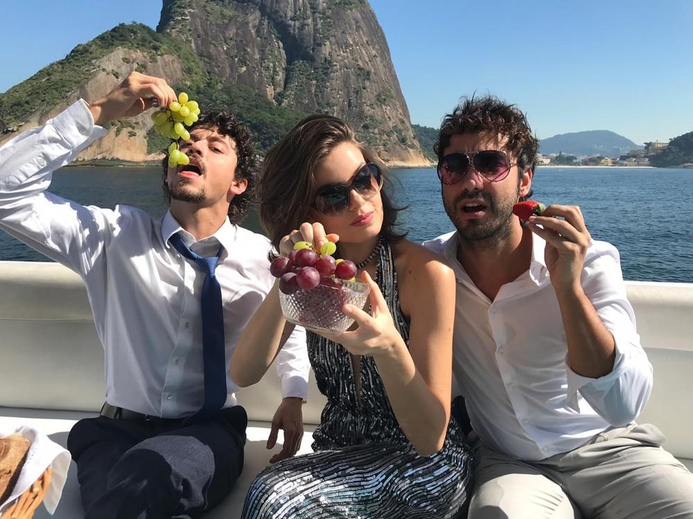 Vanessa (Camila Queiroz), Jerônimo (Jesuíta Barbosa) e Galdino (Gabriel Godoy) em cenas finais de Verão 90