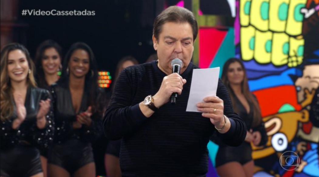 Faustão cantou sucessos de Zezé di Camargo & Luciano neste domingo (Foto: Reprodução)