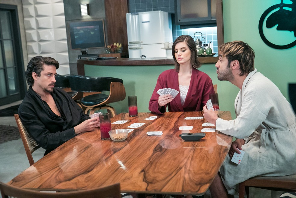 Jerônimo (Jesuíta Barbosa), Vanessa (Camila Queiroz) e Galdino (Gabriel Godoy) terão um final feliz em Verão 90 (Foto: Divulgação)
