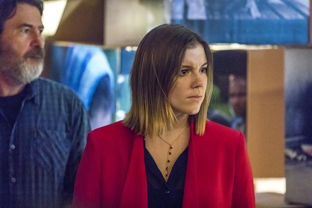 Dalila (Alice Wegmann) é desmascarada em Órfãos da Terra (Foto: Globo/Paulo Belote)