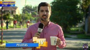 O repórter Mateus Marques acabou levando um nocaute ao vivo (Foto: Reprodução)