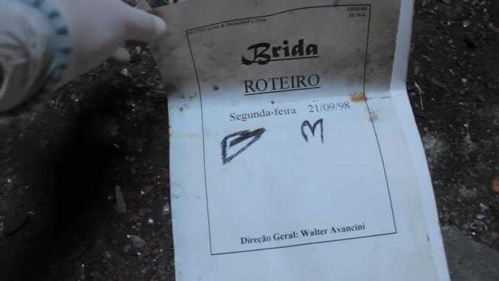 Roteiro da novela Brida encontrada por youtubers nos estúdios abandonados da TV Manchete. (Foto: Reprodução/YouTube/Montezano TV)
