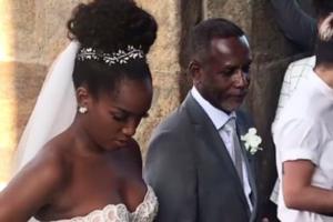 A cantora Iza foi conduzida pelo pai ao altar durante casamento (Foto: Reprodução)