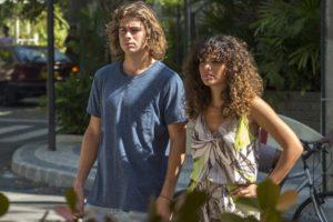 João e Moana em cena da novela Verão 90 (Foto: Reprodução)