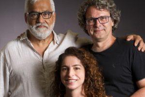 Os autores Paulo Halm, Rosane Svartman e o diretor artístico Luiz Henrique Rios estão juntos no projeto da Globo de Bom Sucesso