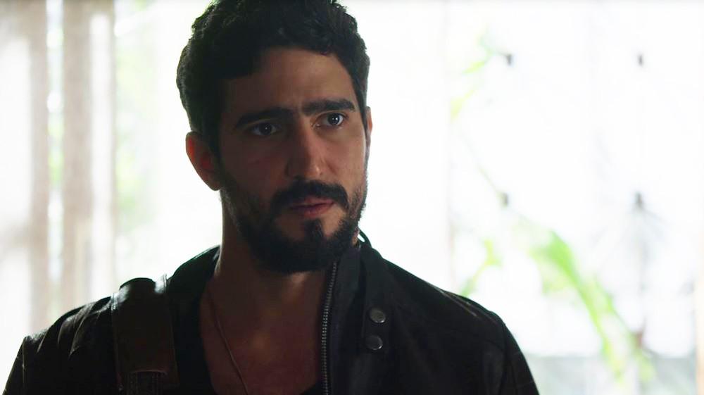 Jamil (Renato Góes) em cena da novela das 18h da Globo, Órfãos da Terra (Foto: Reprodução/Globo)