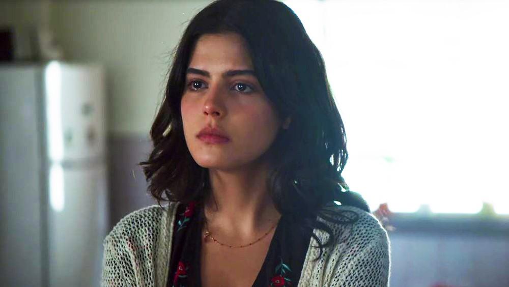 Laila em cena da novela das 18h da Globo, Órfãos da Terra (Foto: Reprodução)