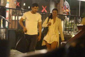 Paolla Oliveira e Sérgio Guizé foram flagrados durante a noite cariosa (Foto: Reprodução/ AgNews)