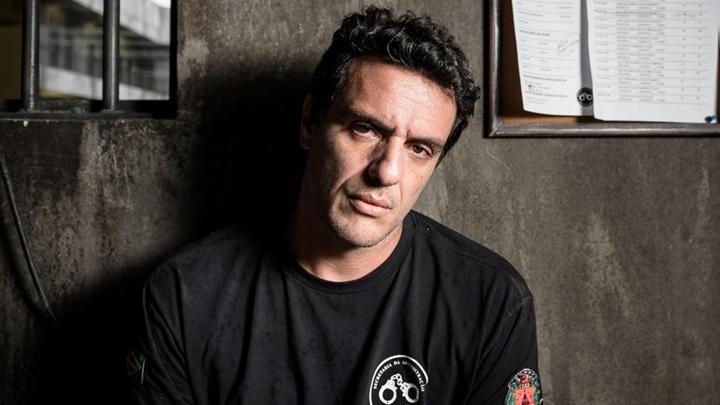 Rodrigo Lombardi é protagonista da série Carcereiros, da Globo. (Foto: Divulgação)