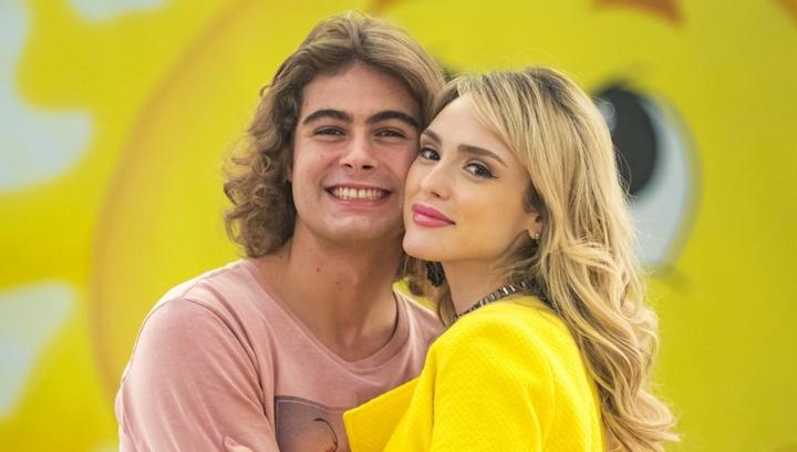Rafael Vitti e Isabelle Drummond protagonizam Verão 90. (Foto: Divulgação)