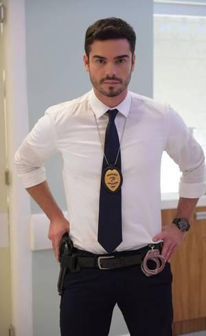Sidney Sampaio interpreta o delegado André em Topíssima (Foto: Blad Meneghel/Record)