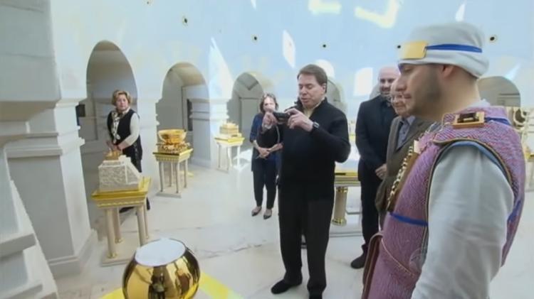 Silvio Santos levou a sua câmera fotográfica para visitar o Templo de Salomão (Foto: Reprodução)