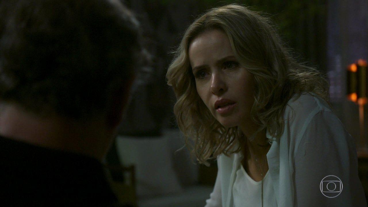 Teresa (Leona Cavalli) decide mandar Noberto embora de sua vida após briga feia em Órfãos da Terra (Foto: Divulgação)