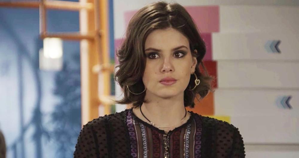 Vanessa será pressionada por João em cena da novela das 19h da Globo, Verão 90 (Foto: Reprodução)